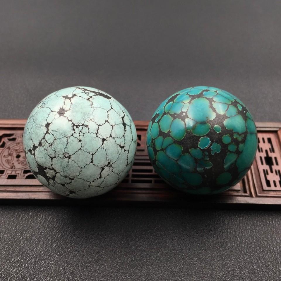 天然绿松石高瓷原矿超大保健球(一对)