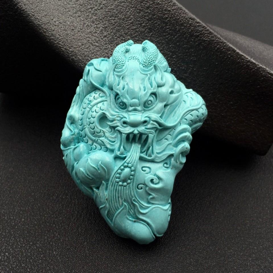 天然绿松石高瓷精雕祥龙吐珠吊坠